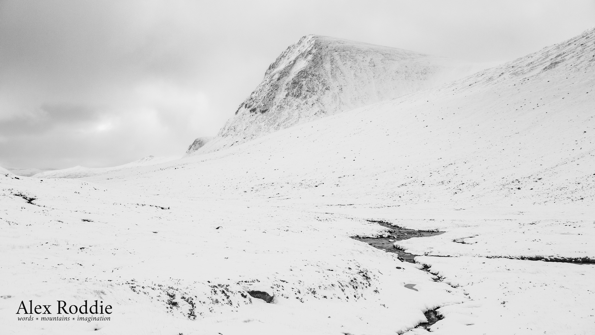 Poor visibility and flat lighting in the Cairngorms