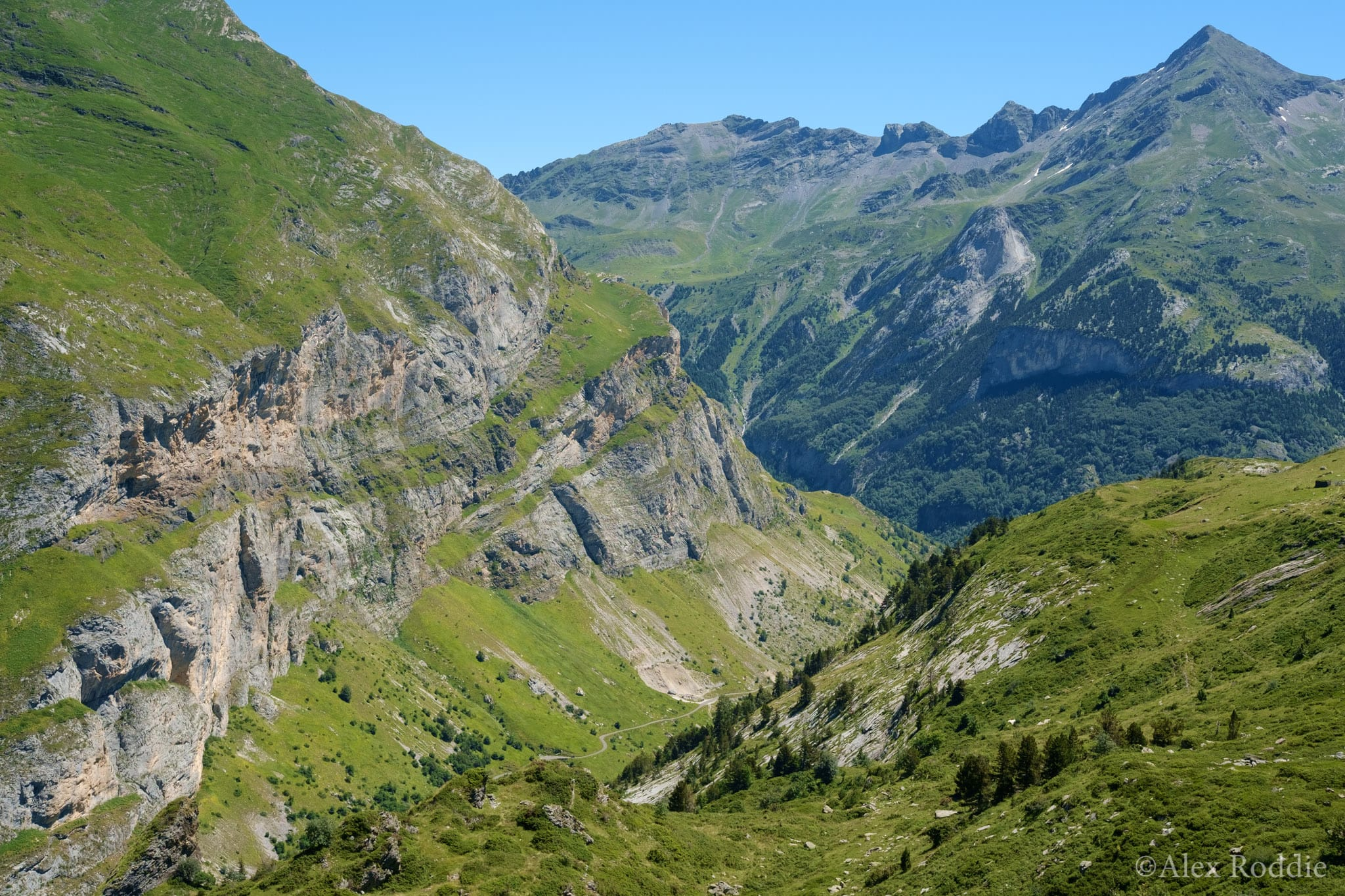 The descent to Gavarnie, with Pimene on the skyline