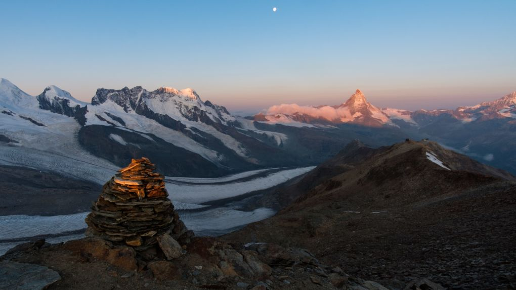 Dawn from the summit of Stockhorn © Alex Roddie